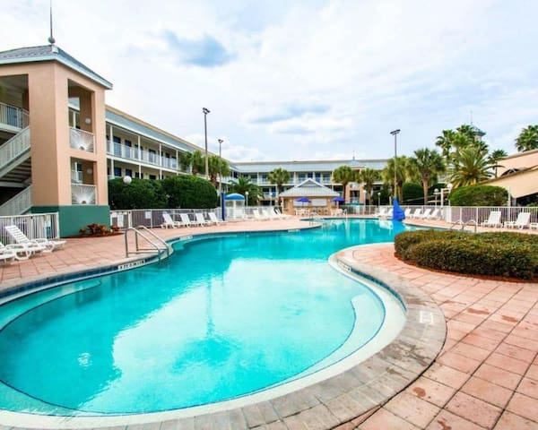 GREAT FIND! 1 KING UNIT FOR 4, POOL, BREAKFAST