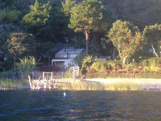 Paxanax bay, Santa Cruz La Laguna, Lake Atitlán. - Santa Cruz la Laguna, Guatemala - บ้าน