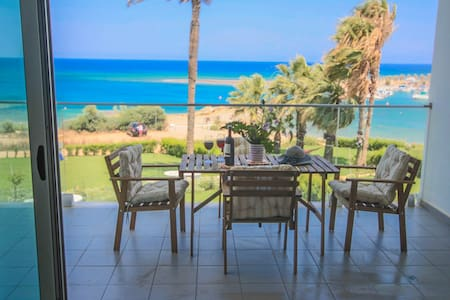 Beachfront Apt. with Front Seaviews - Paralimni