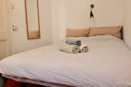 Nice and clean room in city centre - Barcelone