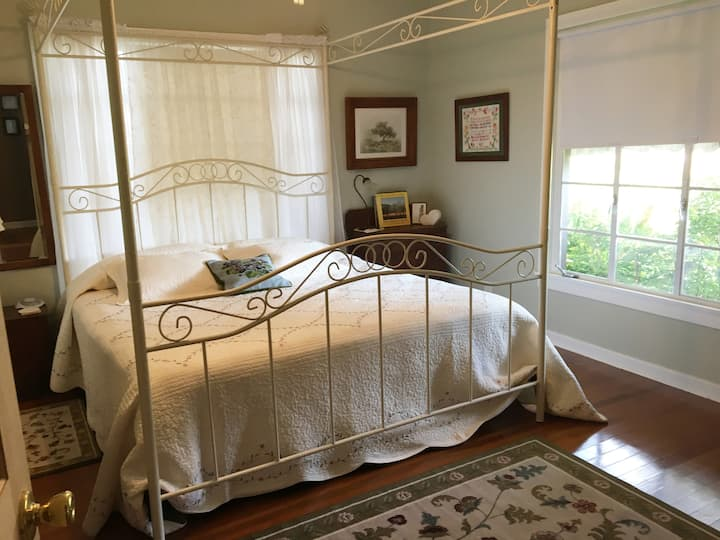 New Life Farms-The King Guest Room