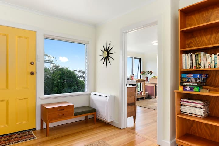 Tranquil unit close to CBD and nature reserve.