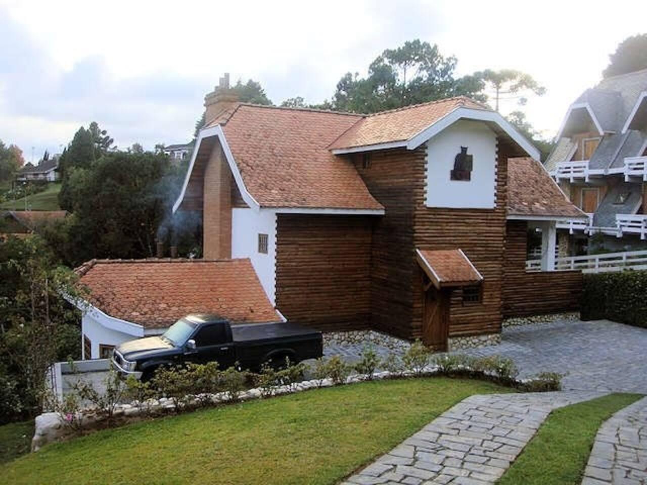 Vista de frente + Estacionamento