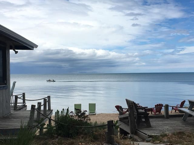 Windjammer Cottage on Lake Huron