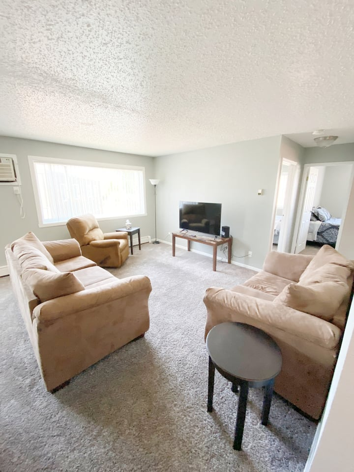 Cute and cozy 2 bed apartment in Williston, ND!
