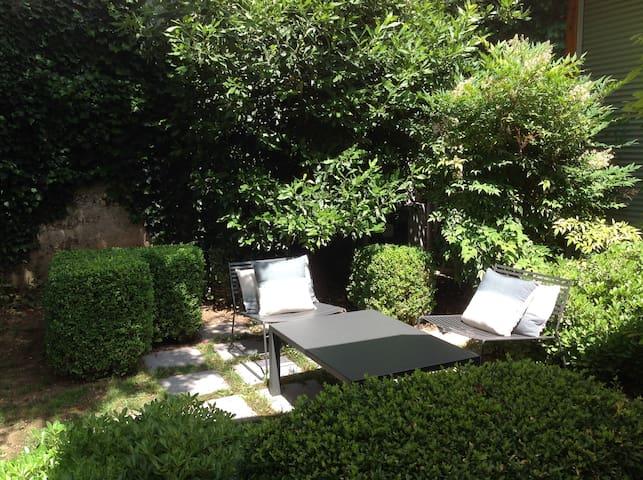 CHAMBRE D'HÔTES - VERDURE EN VILLE - Romans-sur-Isère - Bed & Breakfast