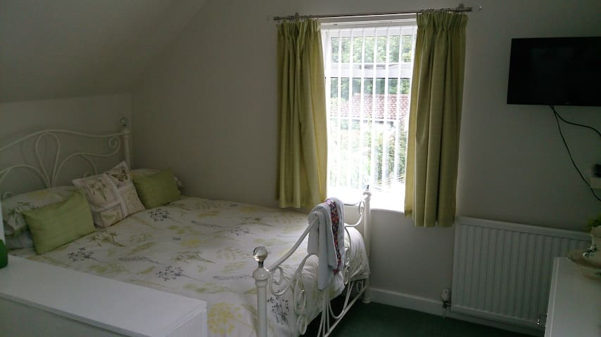 Double bedroom-Rumney,Cardiff