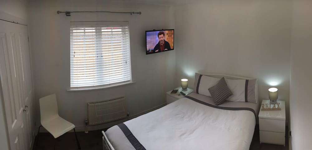 Town Centre COSY Room Inc FREEVIEW TV