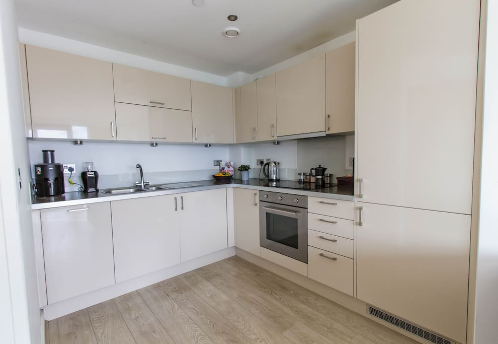 Our modern and fully equipped kitchen with access to appliances for a healthy breakfast.