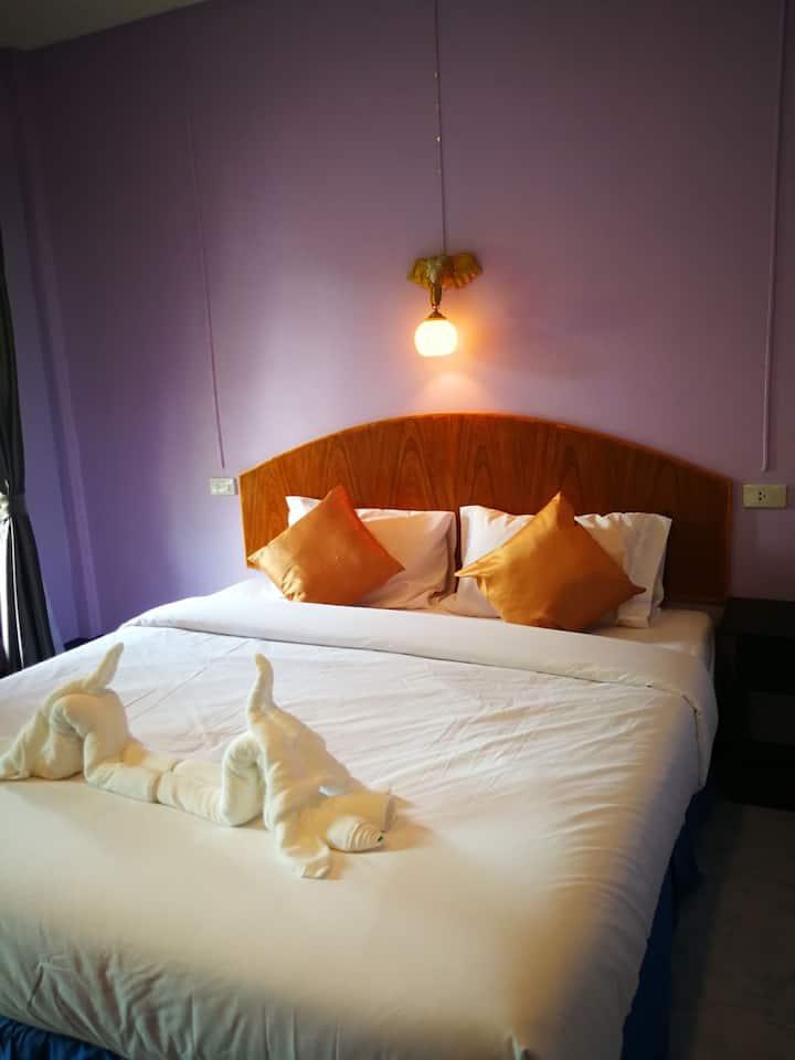 WeiXiao Lanta Bungalow-Double Bed Room 微笑兰塔泳池小屋大床房