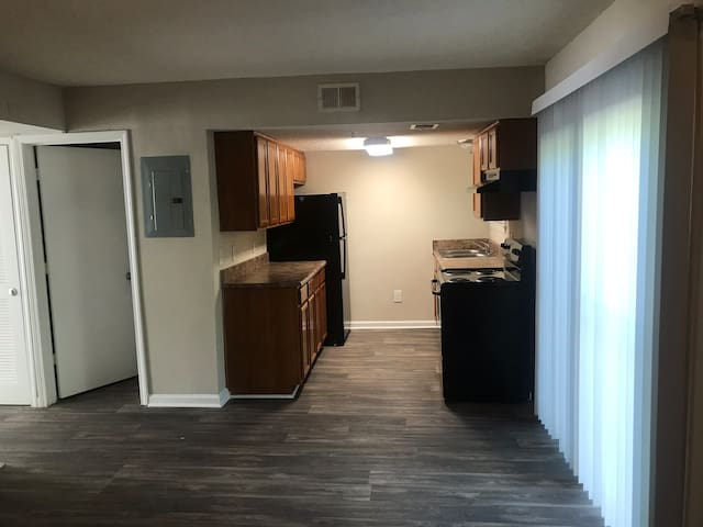 Modern Hartsfield Home! Will be furnished by 11/21
