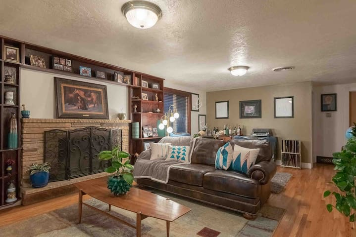 Comfy home close to Salt Lake, Park City & Airport