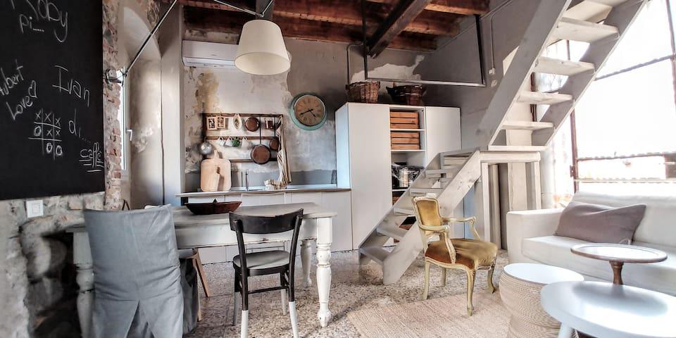 CORTILE32 Casa Negozio near Salò Garda Lake
