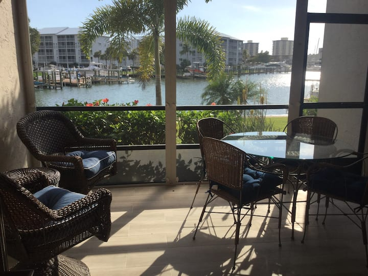Boutique condo in island yacht club