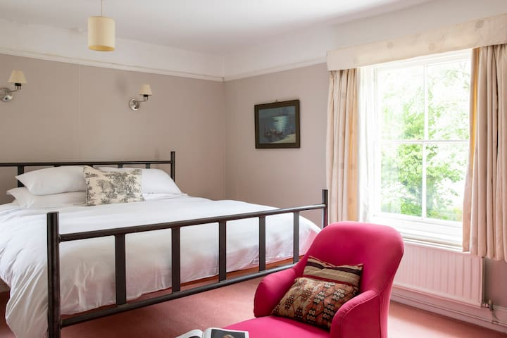 Simple, spacious rooms - king size bed
