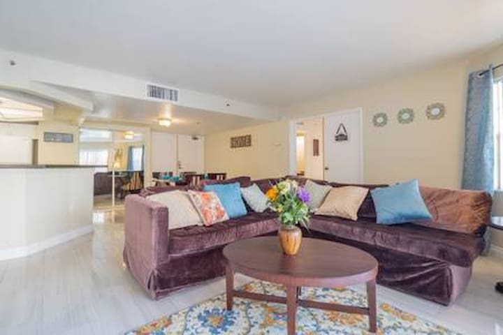 (C523D) Comfortable Apt next to LVCC! 2b/2b