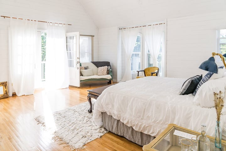 The Lin Beach House -- Jane's Suite
