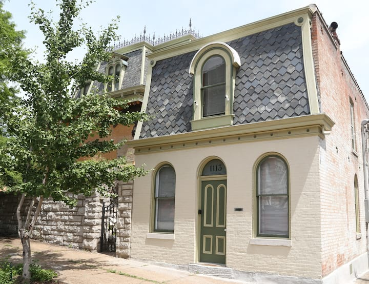 Arzt House Cottage in Residential Soulard