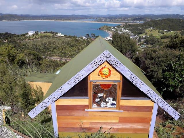 Kingfisher Hut - Ocean Purring Views