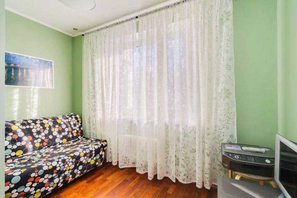 отдельная спальня с двуспальным раскладным диваном