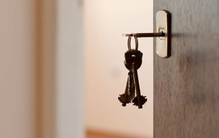 AWAY FROM HOME COMFORT  Unlock the door to your home away from home private  1 bedroom apartment.   Our suite come fully furnished to make your stay as comfortable as possible.  Weather your traveling for pleasure, business or for Dr. appointments.