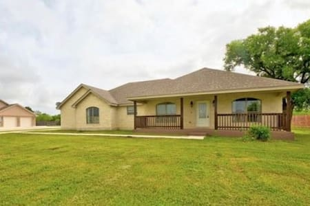 Rent entire home, 2000 sq ft w/privacy fence