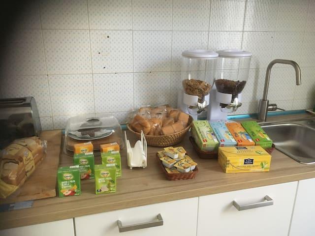 G Camera letto alla francese e colazione