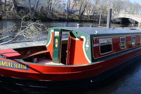 Authentic Canal Boat outside Prov. - Central Falls - Boot