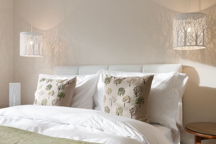Boutique 'Classic' rooms in the Surrey Hills w/ Breakfast