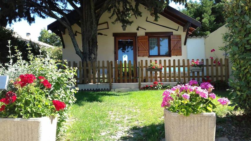 Petite maison à la campagne