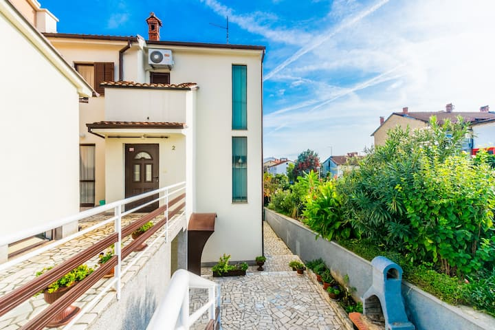 Comfortable apartment PUH with built barbecue-Pula