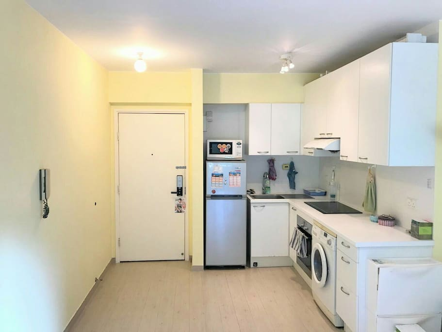 New, fully equipped open kitchen.
