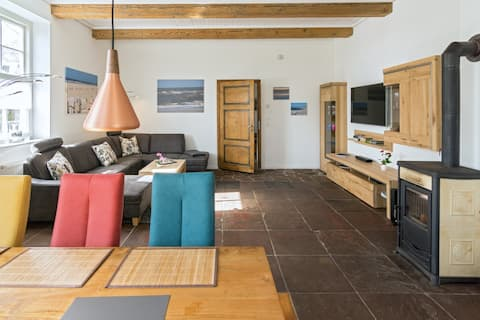 Spacious, historic 3 bedroom appartment with sauna