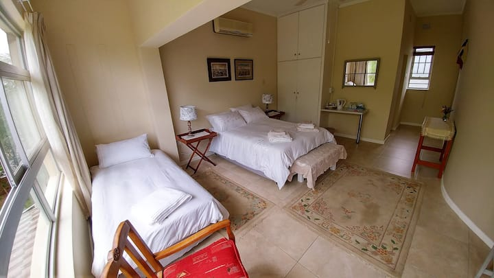 Spacious, quiet room in beautiful guesthouse