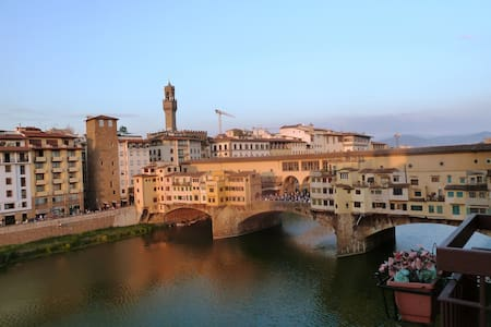 OLD BRIDGE SUITE - TOP CLASS - Florence