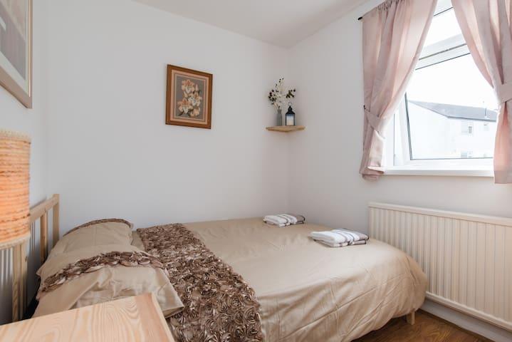 Lovely room - Saint Mellons - Hus