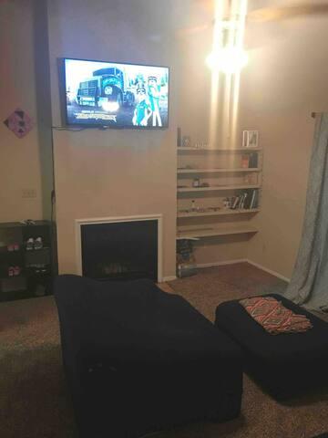 Comfy sofa and ottoman close to Memphis