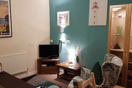 Chic Terraced Cottage, 3 bedrooms, Wi-Fi/TV
