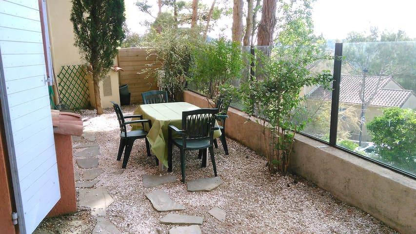 AGREABLE STUDIO AU CALME AVEC JARDIN - Mougins - Apartament