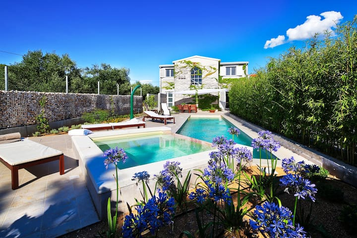 Beautiful new villa only 3 km from the beach, private swimming pool, whirpool