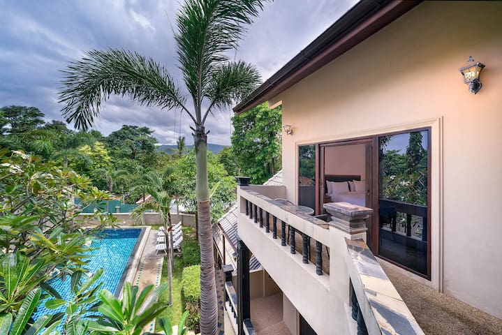 Villa Feng Shui 4 Bedrooms, 5 Bath in Chaweng Town