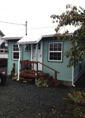 Easy Street Cottage - Cozy Hideaway - Rockaway Beach