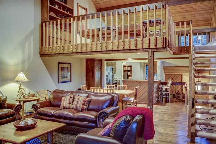 Ridgepoint 115: Ski-in/Ski-out from this lovely condo in Silver Lake Deer Valley!