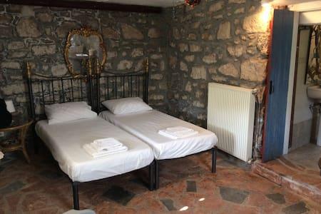 Traditional holidays room . - Πόρος