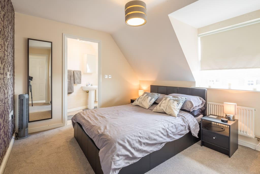 The main bedroom through to the en-suite
