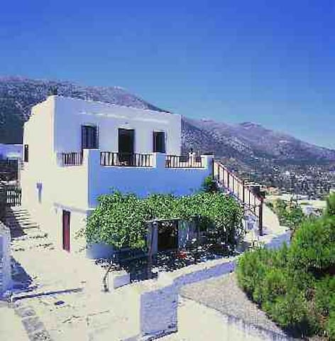 UNIQUE TRADITIONAL HOUSE IN SIFNOS - Milos