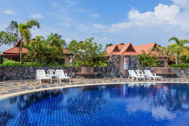 This is the saltwater-pool, just 10 meters walk from our house in blue Mango residence.
