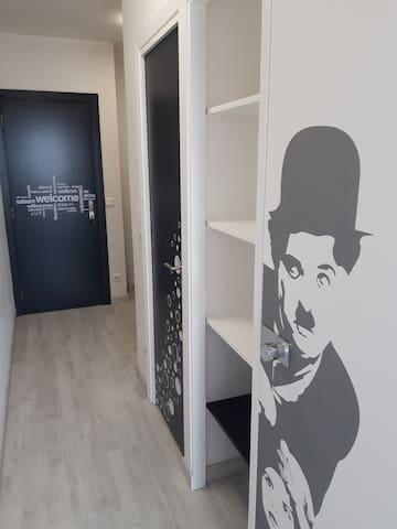 couloir avec placard de rangement