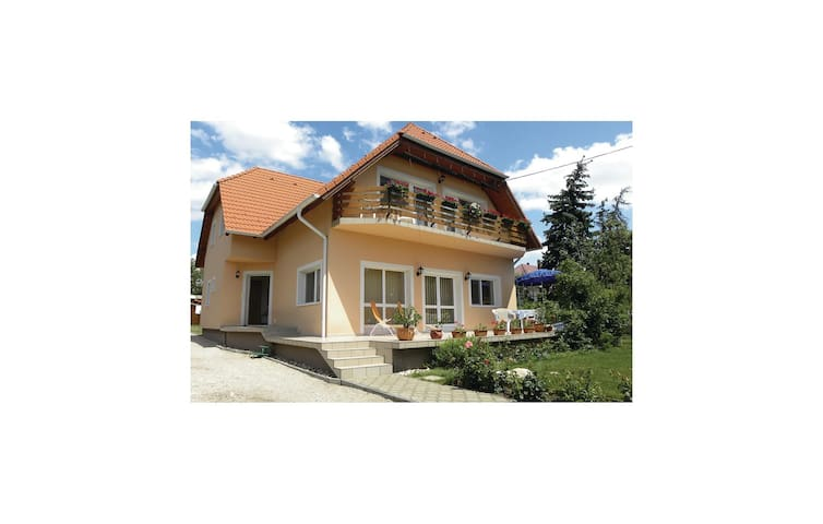 Holiday cottage with 4 bedrooms on 160m² in Vonyarcvashegy