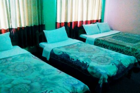 TRIPLE BEDROOM 2 - Pokhara - Bed & Breakfast